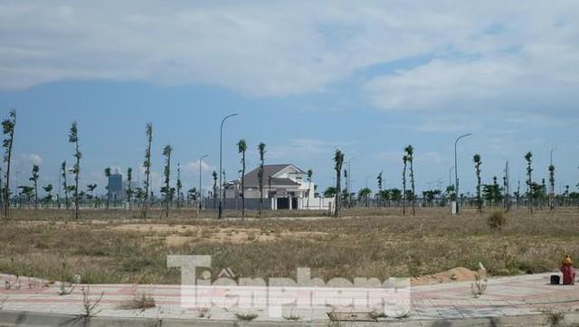 Vụ bán sỉ 262 lô đất ở Phú Yên: Khởi tố 2 phó giám đốc sở và phó cục thuế tỉnh - Ảnh 3.
