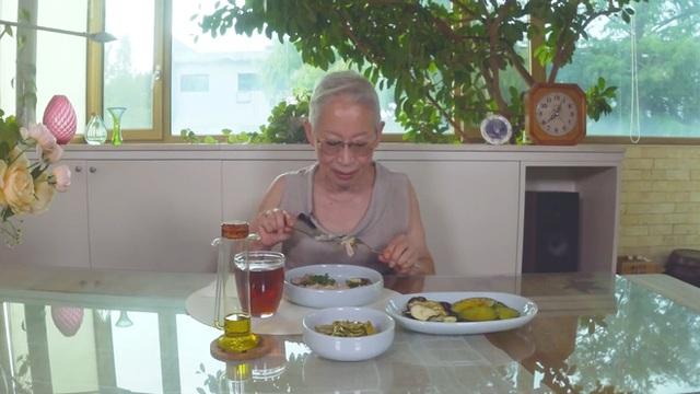 Khám phá bí quyết duy trì sức khỏe và vóc dáng của cụ bà Hàn Quốc gần 70 tuổi sở hữu 800.000 followers trên YouTube - Ảnh 14.
