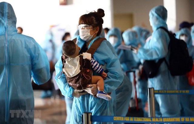 Hướng dẫn mới nhất về cách ly của Bộ Y tế: Cha mẹ được đi cùng trẻ đến cơ sở y tế điều trị COVID-19 - Ảnh 2.