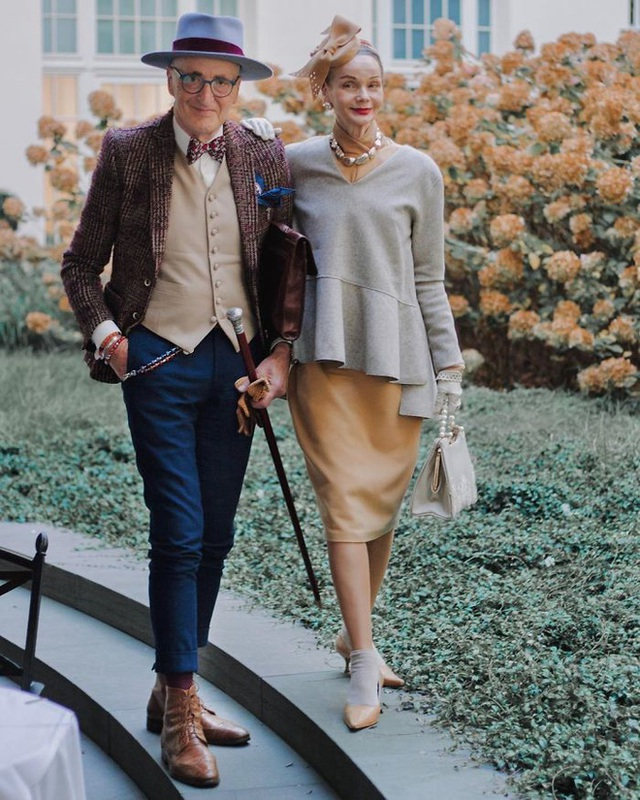 Cặp đôi U80 gây bão MXH với phong cách chất hết nấc, mỗi lần xuống phố như đi catwalk khiến giới trẻ cũng phải ghen tỵ - Ảnh 1.