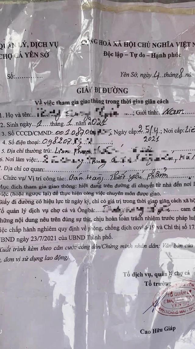 Hà Nội: Phát hiện giấy đi đường của người bán cá mới 8 tháng tuổi - Ảnh 1.