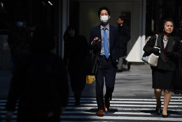 Văn hoá Karoshi – làm việc đến chết là có thật: 37% công ty Nhật vi phạm luật làm thêm giờ, có công ty bắt nhân viên làm thêm 200 giờ/tháng - Ảnh 1.