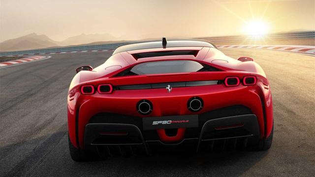 Với 1 tuần lương ở MU, Ronaldo có thể mua đủ loại siêu xe Ferrari, Lamborghini hoặc xế sang Rolls-Royce đã lăn bánh ở Việt Nam - Ảnh 12.