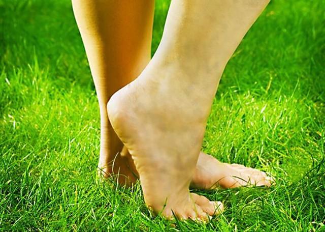 6 dấu hiệu dễ thấy ở bàn chân cảnh báo bạn có thể đang mang trọng bệnh: Ai hay chuột rút, lạnh chân cần rất để ý  - Ảnh 2.