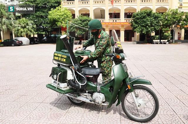 Chỉ Việt Nam mới có: Chế Honda Dream thành xe phun khử khuẩn lưu động, công suất tương đương sức 100 người - Ảnh 1.