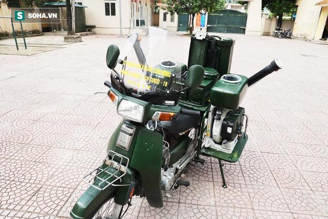 Chỉ Việt Nam mới có: Chế Honda Dream thành xe phun khử khuẩn lưu động, công suất tương đương sức 100 người - Ảnh 2.