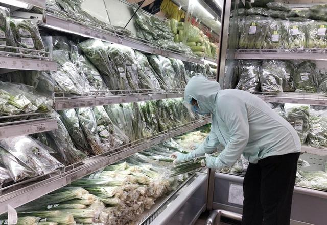 Hà Nội bố trí hàng hóa thế nào sau khi hàng chục siêu thị, cửa hàng đóng cửa? - Ảnh 1.