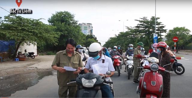 Áp dụng giấy đi đường mới, nhiều người Hà Nội phải quay đầu xe - Ảnh 3.