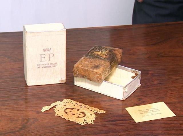 Điều ít biết về chiếc bánh cưới của Nữ hoàng Anh, ẩn chứa bí quyết đặc biệt sau 68 năm vẫn ăn được như thường  - Ảnh 5.