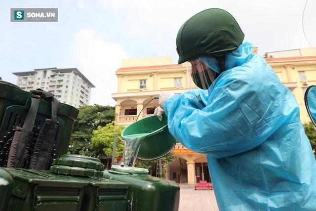 Chỉ Việt Nam mới có: Chế Honda Dream thành xe phun khử khuẩn lưu động, công suất tương đương sức 100 người - Ảnh 7.