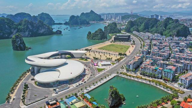 Dù Covid-19, Quảng Ninh vẫn thu về gần 5.000 tỷ từ du lịch, lộ diện điểm đến tiềm năng sau dịch - Ảnh 1.