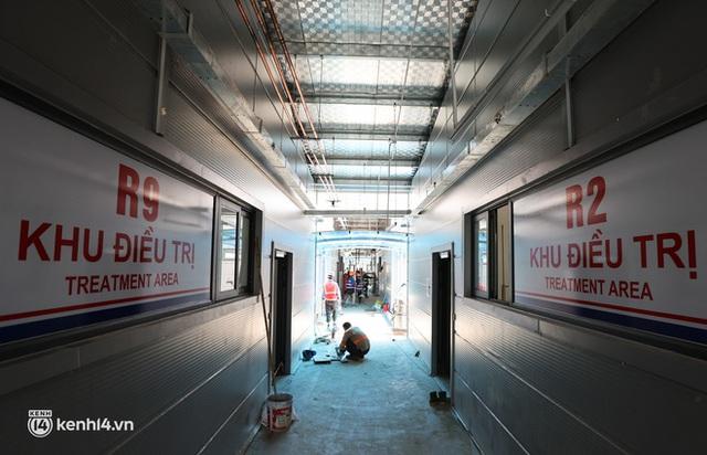 Ảnh: Cận cảnh trang thiết bị, máy móc hiện đại bên trong Bệnh viện dã chiến điều trị Covid-19 lớn nhất Hà Nội chuẩn bị đưa vào hoạt động - Ảnh 9.
