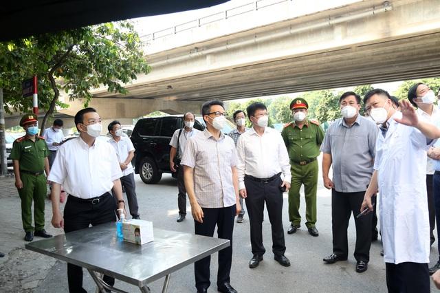 Chùm ảnh: Phó Thủ tướng Vũ Đức Đam kiểm tra công tác phòng, chống dịch COVID-19 tại Hà Nội - Ảnh 2.