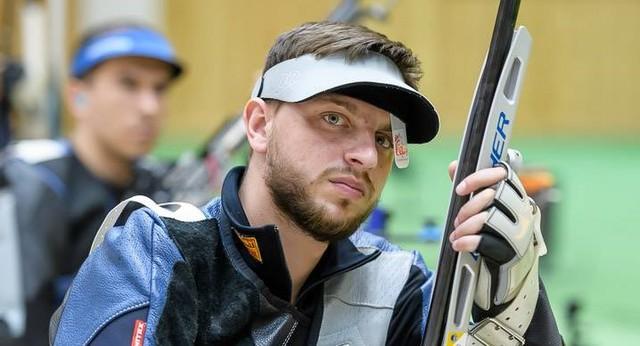 Chuyện thật như đùa: Xạ thủ Ukraine liên tiếp bắn trúng tâm bia nhưng bị 0 điểm vì... bắn vào bia của người khác  - Ảnh 1.