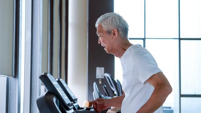 Mối quan hệ giữa trọng lượng và tuổi thọ đã được khám phá: Người càng có tuổi càng gầy đi không hề tốt, đặc biệt sụt cân đi kèm những dấu hiệu sau - Ảnh 2.