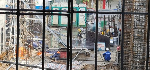 Các công trình xây dựng ở Hà Nội thực hiện chỉ thị giãn cách xã hội - Ảnh 3.