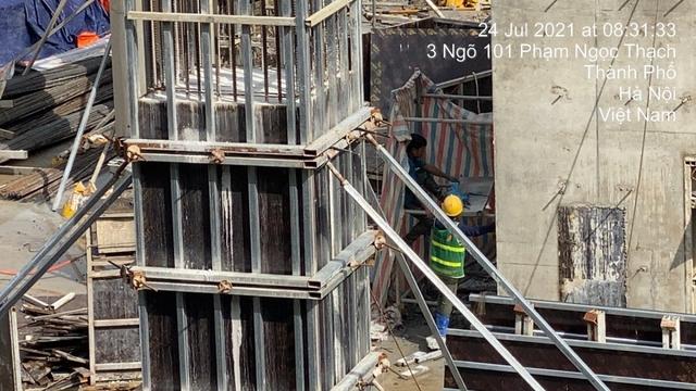 Các công trình xây dựng ở Hà Nội thực hiện chỉ thị giãn cách xã hội - Ảnh 4.
