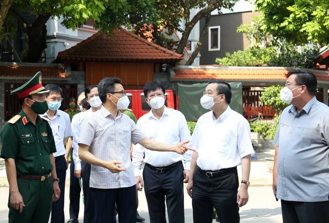 Chùm ảnh: Phó Thủ tướng Vũ Đức Đam kiểm tra công tác phòng, chống dịch COVID-19 tại Hà Nội - Ảnh 4.