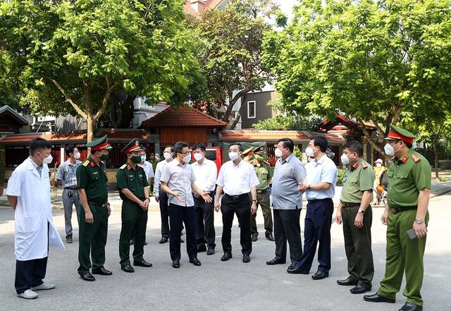Chùm ảnh: Phó Thủ tướng Vũ Đức Đam kiểm tra công tác phòng, chống dịch COVID-19 tại Hà Nội - Ảnh 5.