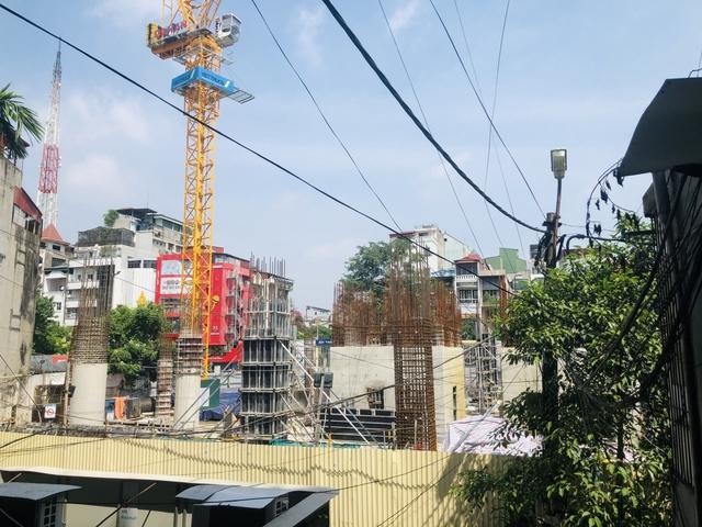 Các công trình xây dựng ở Hà Nội thực hiện chỉ thị giãn cách xã hội - Ảnh 6.