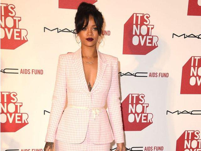 Tỷ phú đô la ở tuổi 33 - Rihanna: Tuổi thơ cùng cực, vụt sáng thành sao nhưng đi hát bao năm cũng không kiếm khủng bằng buôn mỹ phẩm, đồ lót và tậu bất động sản - Ảnh 8.