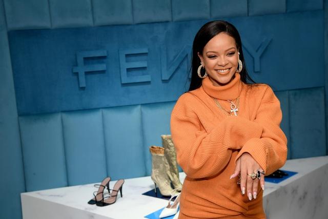 Tỷ phú đô la ở tuổi 33 - Rihanna: Tuổi thơ cùng cực, vụt sáng thành sao nhưng đi hát bao năm cũng không kiếm khủng bằng buôn mỹ phẩm, đồ lót và tậu bất động sản - Ảnh 10.