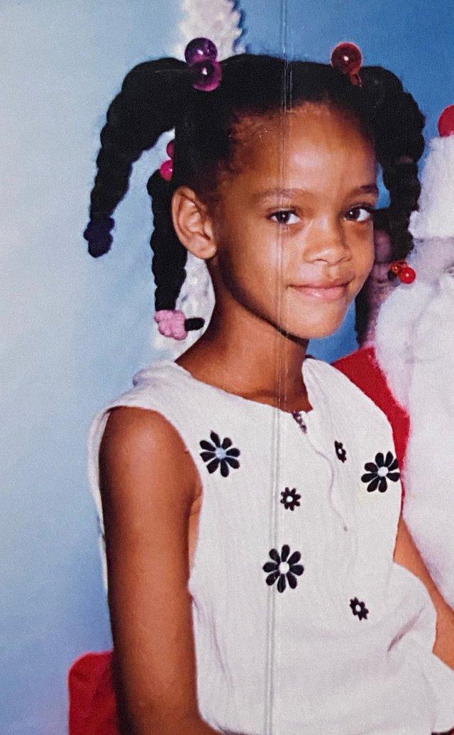 Tỷ phú đô la ở tuổi 33 - Rihanna: Tuổi thơ cùng cực, vụt sáng thành sao nhưng đi hát bao năm cũng không kiếm khủng bằng buôn mỹ phẩm, đồ lót và tậu bất động sản - Ảnh 2.