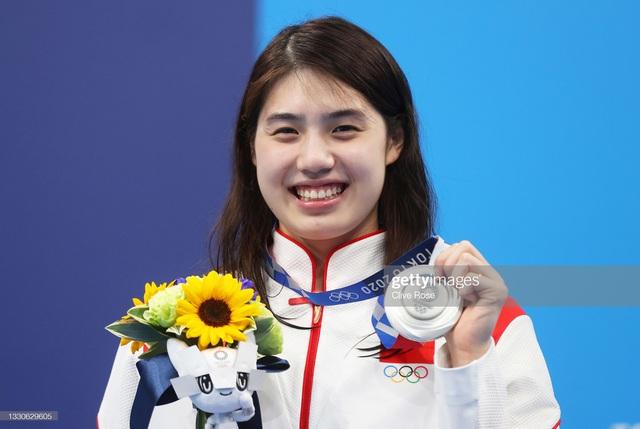 Mỹ nhân ngư Trung Quốc bị vẹo cột sống và hành trình trở thành kỷ lục gia Olympic Tokyo 2021 - Ảnh 1.