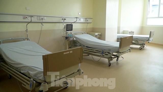 Cận cảnh khoa đặc biệt cho bệnh nhân vừa vượt qua cửa tử tại Bệnh viện Hồi sức COVID-19  - Ảnh 2.