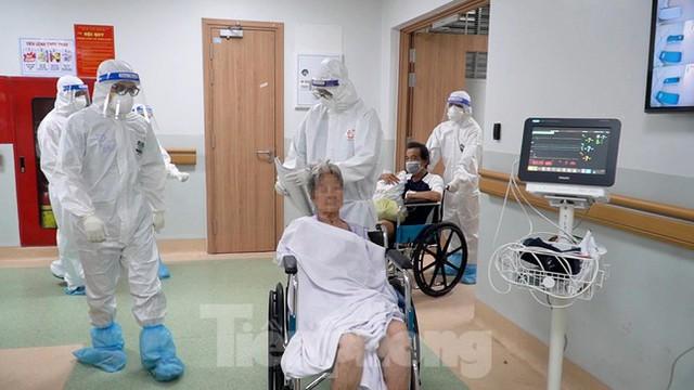 Cận cảnh khoa đặc biệt cho bệnh nhân vừa vượt qua cửa tử tại Bệnh viện Hồi sức COVID-19  - Ảnh 10.