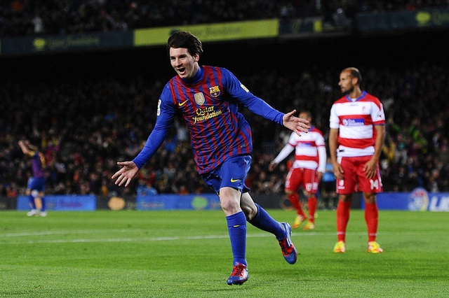 Toàn bộ sự nghiệp vĩ đại của Messi tại Barcelona qua ảnh - Ảnh 16.