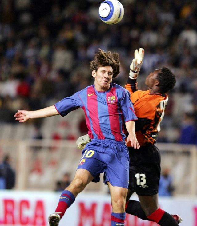 Toàn bộ sự nghiệp vĩ đại của Messi tại Barcelona qua ảnh - Ảnh 4.