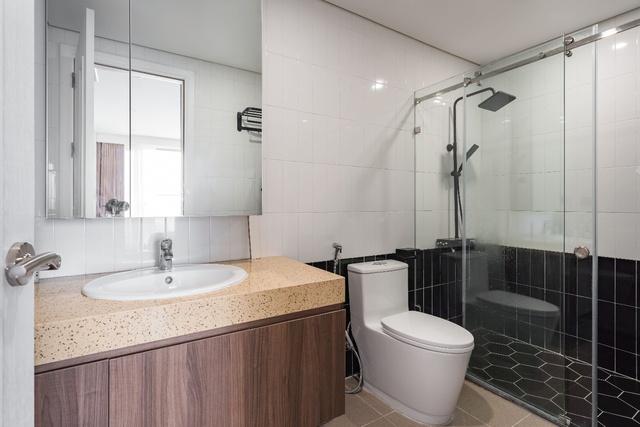 Ngắm căn hộ với gam màu nâu lạnh chất lừ của đôi vợ chồng trẻ tại Hà Nội - Ảnh 13.