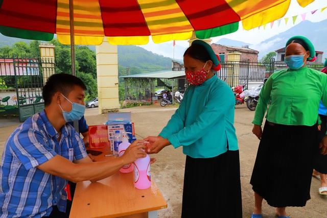 """Huyện có tỷ lệ tiêm vắc xin COVID-19 cao nhất Việt Nam, đã tiêm Sinopharm cho 80% người trên 18 tuổi: Chúng tôi chỉ nói """"3 thật""""!  - Ảnh 4."""