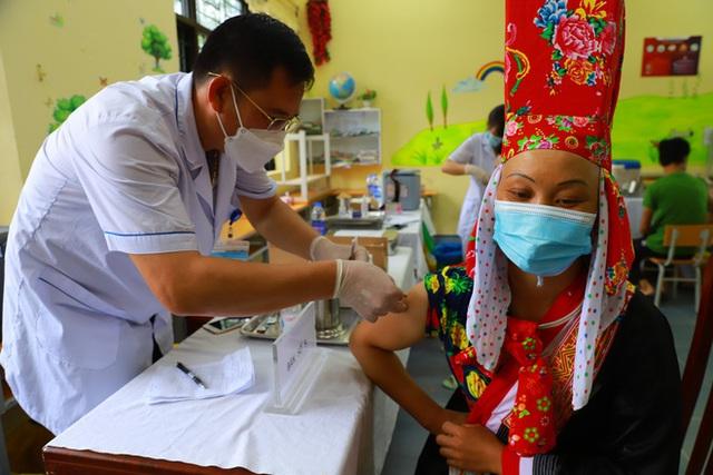 """Huyện có tỷ lệ tiêm vắc xin COVID-19 cao nhất Việt Nam, đã tiêm Sinopharm cho 80% người trên 18 tuổi: Chúng tôi chỉ nói """"3 thật""""!  - Ảnh 5."""