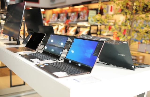 Laptop, tablet mùa khai giảng: Tăng giá, khan hàng, có tiền muốn mua cũng khó - Ảnh 2.
