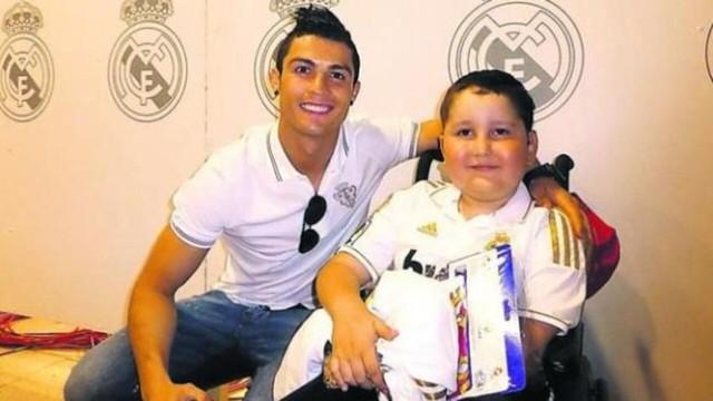 Đàn ông bản lĩnh phải quân tử nhất ngôn như Ronaldo, đã nói là làm: Thề không bao giờ gia nhập Man City, dám cạo đầu nếu vô địch, hứa ghi bàn tặng fan nhí ung thư - Ảnh 7.