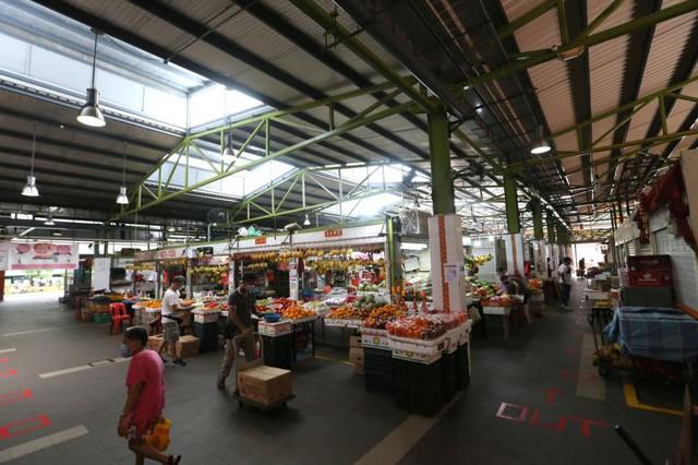 Chuyên gia Singapore chỉ ra nguy cơ lây Covid không ngờ ở chợ, siêu thị - điều gần như ai cũng làm - Ảnh 1.