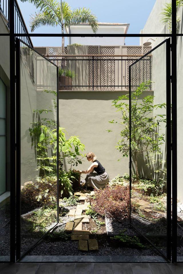 Biến nhà hoang thành nơi nghỉ dưỡng sang chảnh nhờ tường khung thép - Ảnh 8.