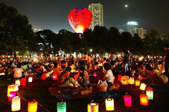 Khống chế thành công đợt bùng phát đại dịch Covid-19, dân Trung Quốc tận hưởng du lịch mùa Trung thu như thế nào? - Ảnh 5.