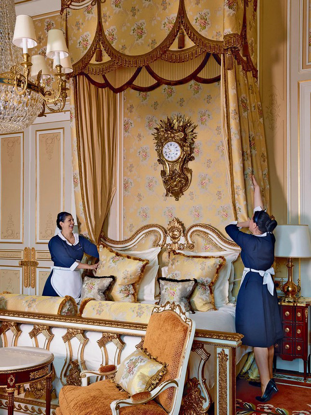 Chuyện về cha đẻ khách sạn yêu thích của Coco Chanel, Ernest Hemmingway  - Ảnh 1.