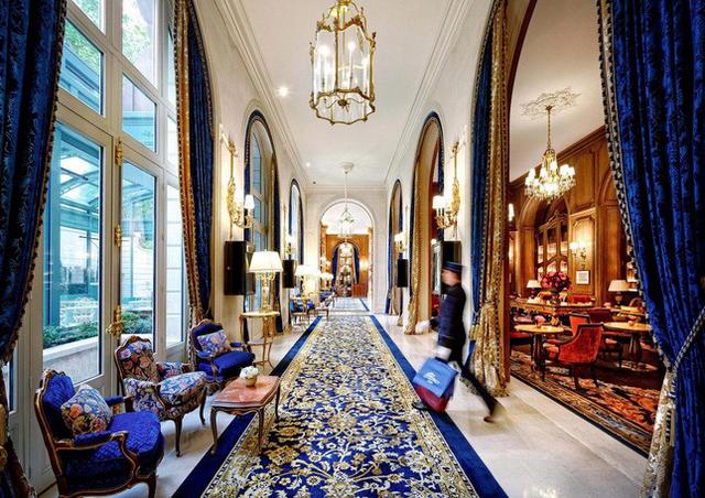 Chuyện về cha đẻ khách sạn yêu thích của Coco Chanel, Ernest Hemmingway  - Ảnh 3.