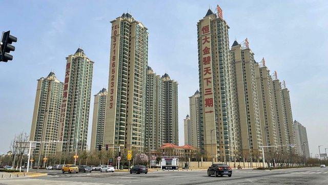 Tại sao sự sụp đổ của tập đoàn bất động sản nợ nhiều nhất thế giới là mối đe doạ kinh hoàng với kinh tế Trung Quốc? - Ảnh 2.