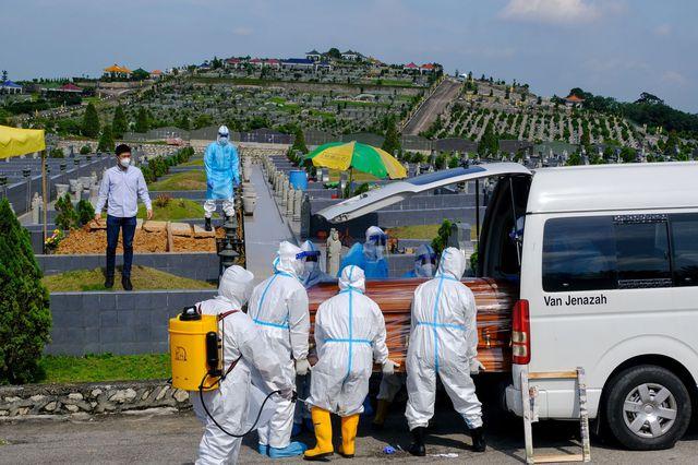 Nhìn lại 5 đại dịch cúm trong 130 năm qua: Bao giờ thế giới sẽ sạch bóng Covid? - Ảnh 3.