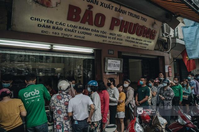 CEO tiệm bánh Trung thu Bảo Phương nức tiếng Hà Nội tiết lộ đơn hàng kín chỗ đến hết rằm, sắp đóng cửa treo biển hết bánh! - Ảnh 1.