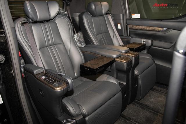 Loạt xe không bán được chiếc nào trong tháng 8: Có tới 3 mẫu Toyota, Ford chật vật dọn kho Tourneo - Ảnh 5.