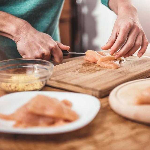 Chị em đừng bao giờ rửa thịt gà theo cách này vì sẽ làm lây lan vi khuẩn, gieo rắc ổ bệnh nguy hiểm cho cả nhà - Ảnh 4.