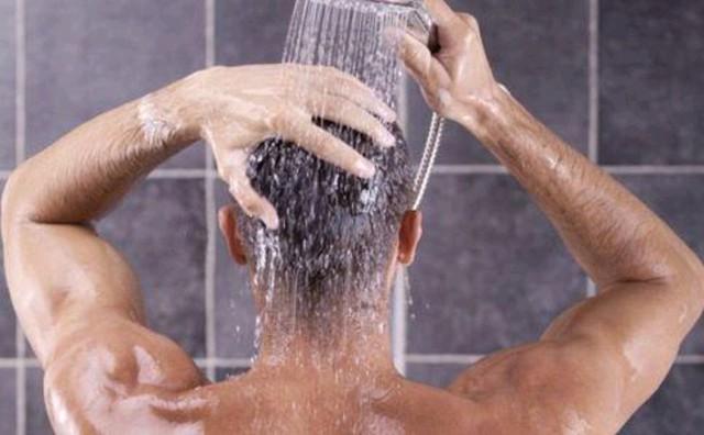 """3 thói quen xấu ở nam giới khiến cơ thể """"bốc mùi"""" ở tuổi 50, còn trẻ dù bận rộn đến đâu cũng đừng quên chăm sóc bản thân  - Ảnh 2."""