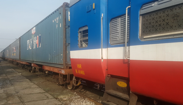 Các chuyến tàu liên vận quốc tế thành cứu cánh cho đường sắt - Ảnh 2.