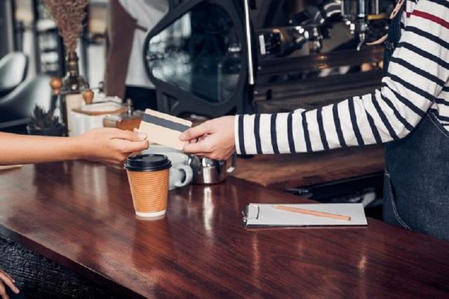 12 lỗi khi dùng thẻ tín dụng khiến nó trở thành mối nguy hiểm đối với bạn - Ảnh 1.